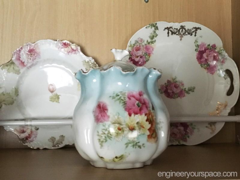 Kitchen-cabinet-fine-china-display-china-close-up