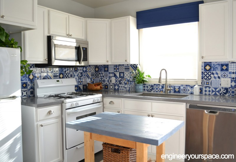 Image_2_Tessas_kitchen_side_view_of_corner_with_island_horizontal_web_watermarked