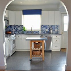 Image_4_Tessas_kitchen_wide_front_view_horizontal_high_res_watermarked
