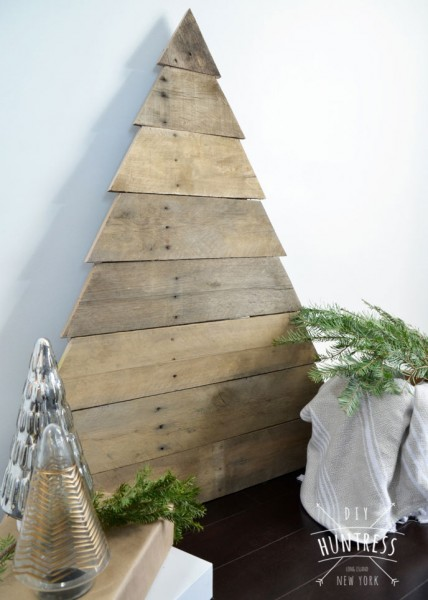 DIY_Huntress_Pallet_Wood_Christmas_Tree-3