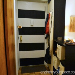 NYC-studio-apartment-entryway-dividing-wall
